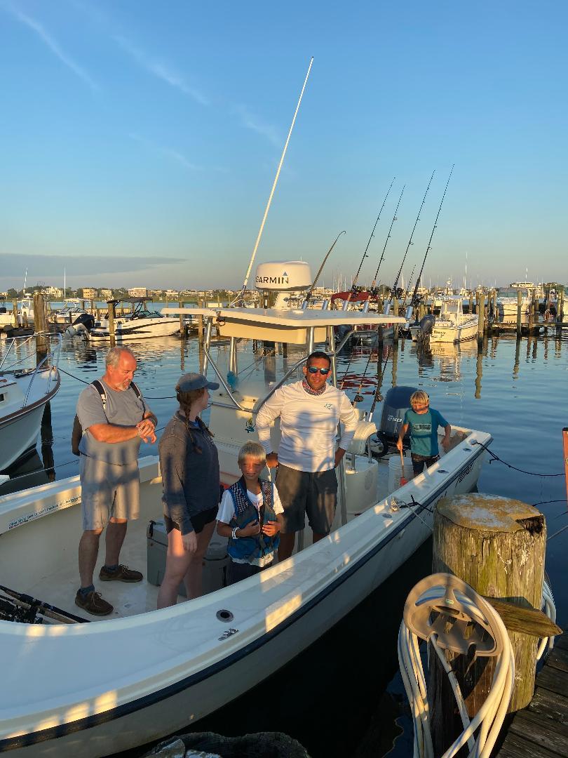 Laura Sportfishing and crew